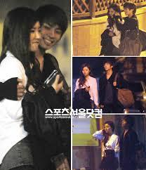 ジョンヒョンがしっかりと彼女を抱き寄せて歩いていますね、ファンにとっては辛い写真かもしれません。